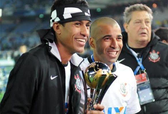 Sport Club Corinthians Paulista - Sheik recebe placa e se despede do Corinthians: 'Saio pela porta que entrei' - Corinthians | Lancenet.com.br