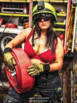female-firefighters-calendar-2013-Frankie-Salerno.jpg (325×432)