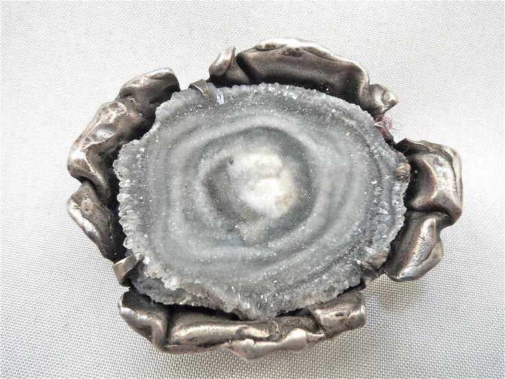 Reino Saastamoinen ~vintage brooch with silver and a glittery rock, 1967. #Finland
