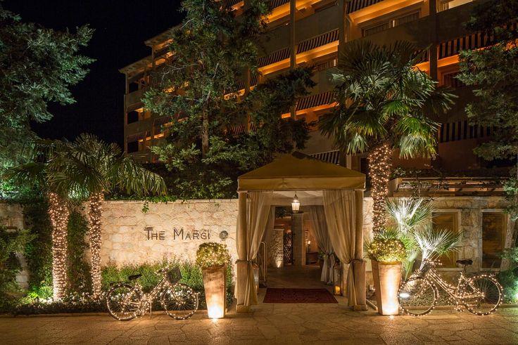 The Christmas entrance of The Margi Hotel in Athens, Vouliagmeni. http://www.tresorhotels.com/en/hotels/17/the-margi