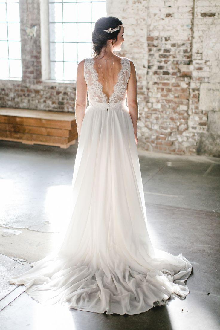 Brautkleid mit Schleppe und tiefem Rückenausschnitt ♥ das