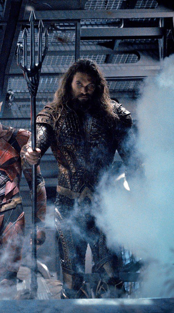 Justice League Movie Scene Featuring Aquaman and the rest of Justice League Arriving To Fight Steppenwolf, Check Out All 19 Justice League Easter Eggs and Missed Details - DigitalEntertainmentReview.com