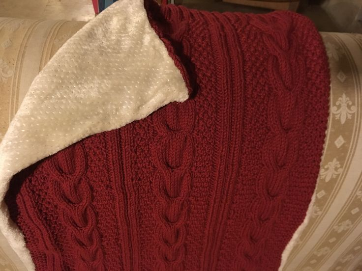 Couverture tricotée en torsade et doublée