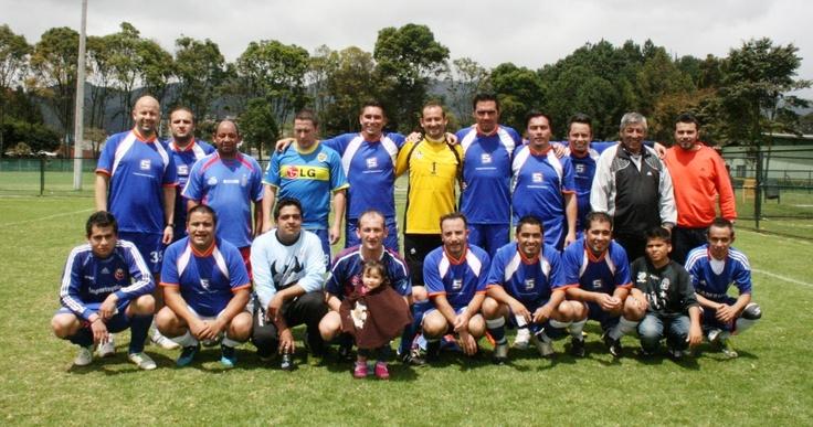 Equipo de Fútbol del Hospital Simón Bolívar que derrotó por marcador de 3 - 0 al equipo de los periodistas de Bogotá en los juegos del 2012