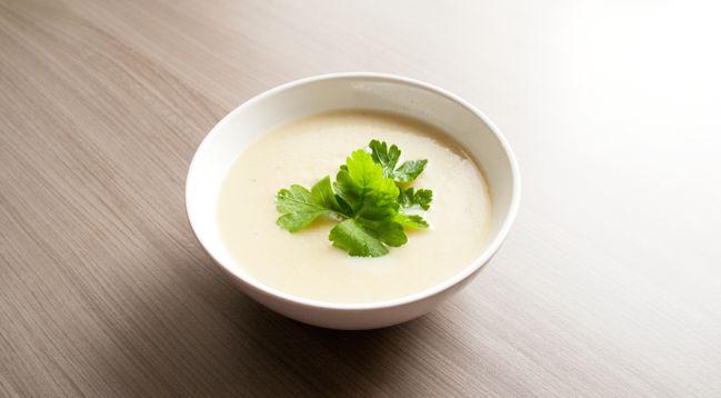 Eigenlijk staan er totaal nog niet veel soeprecepten online… Nochtans maak ik regelmatig een grote pot soep klaar die ik dan kan invriezen en meenemen naar het werk voor tijdens de lunch. Een ideale manier …