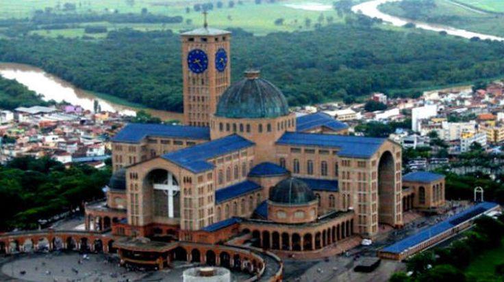 Igreja Católica – Santuário Nacional Aparecida, em Aparecida do Norte, São Paulo