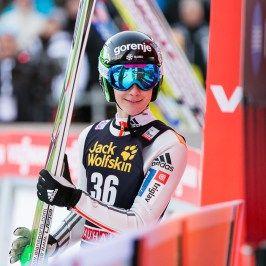 der jüngste Teilnehmer Domen Prevc aus Slowenien belegte mit 16 Jahren den Zweiten Platz beim FIS Skispringen Weltcup in Engelberg / Schweiz | Fotograf Kassel http://blog.ks-fotografie.net/pressefotografie/fis-skispringen-engelberg-schweiz-fotografiert/