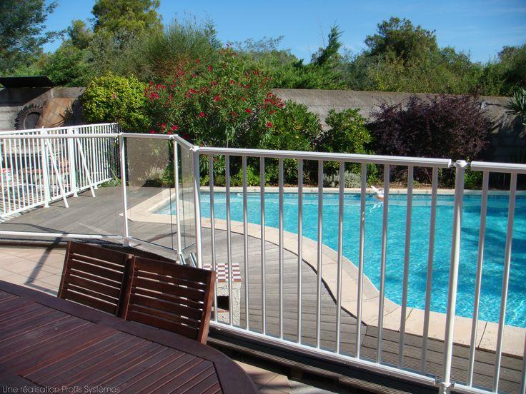 La législation impose la mise en place d'un dispositif de sécurité aux abords des piscines, en vue de préserver les enfants de la noyade. Profils Systèmes a conçu 2 gammes de barrières de piscine aluminum : Macassar & Pacoha.