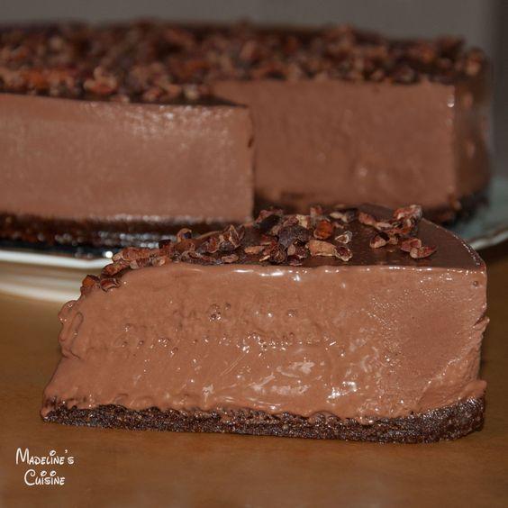 Un asa tort raw vegan de ciocolata nu ati mai mancat... E un deliciu suprem... Orice alt comentariu e de prisos... :)