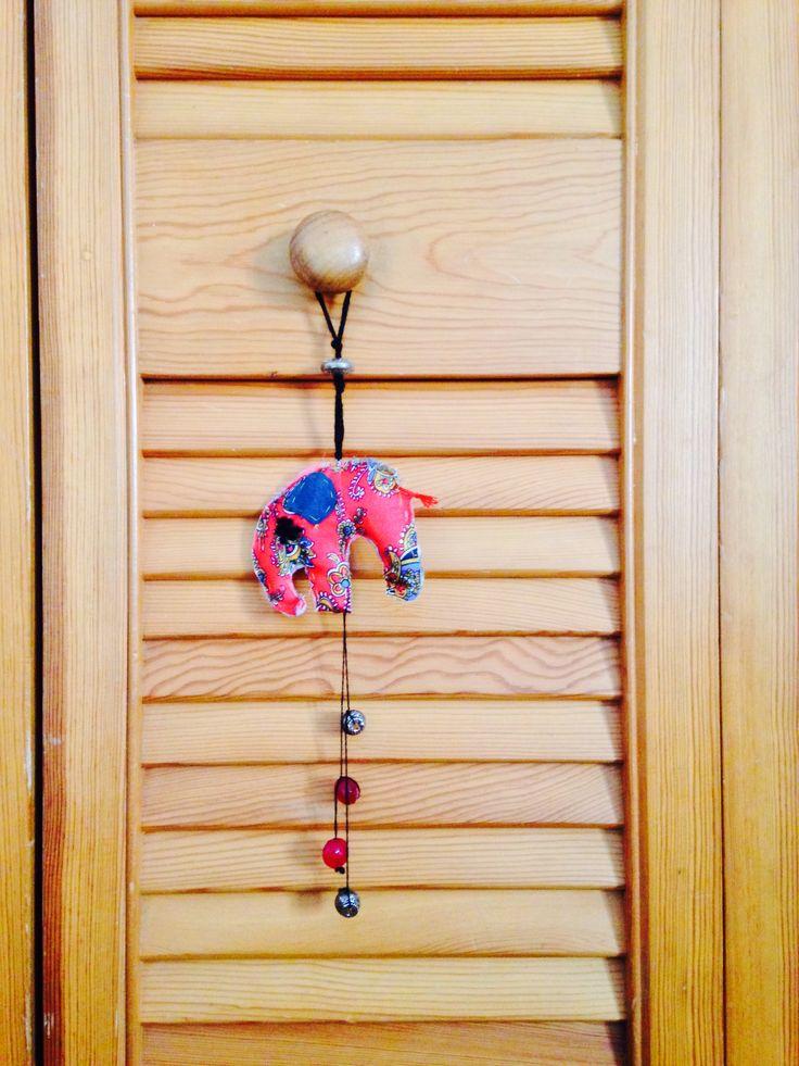 Colgador decorativo de armario