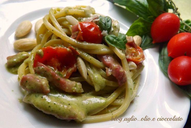 pasta con il pesto di lattuga e pomodorini