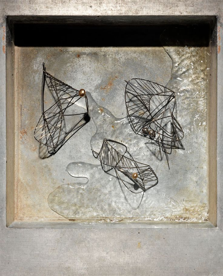 'Linear Compositions' 2013 , steel wire, 9 ct gold / shibuichi