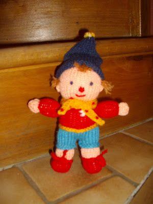 du tricot et des jouets: modèle d'un petit oui-oui