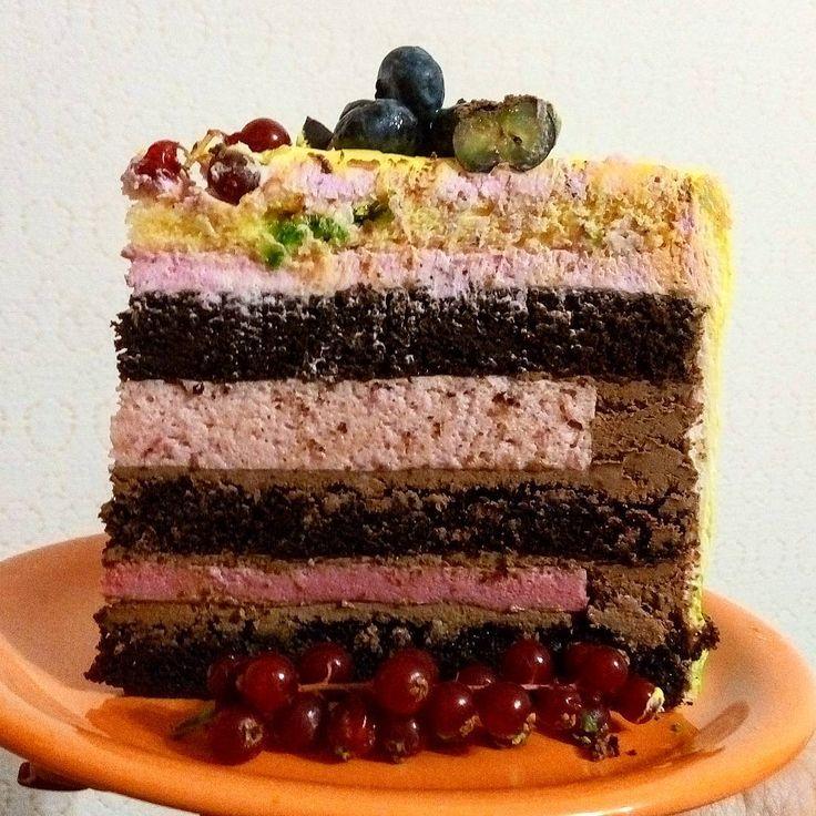 37 отметок «Нравится», 4 комментариев — ТОРТЫ В СУРГУТЕ (@lyudmilasidorets) в Instagram: «Разрез предыдущего торта. Шоколадный,сочный,влажный бисквит,шоколадный крем,прослойка клубничная…»