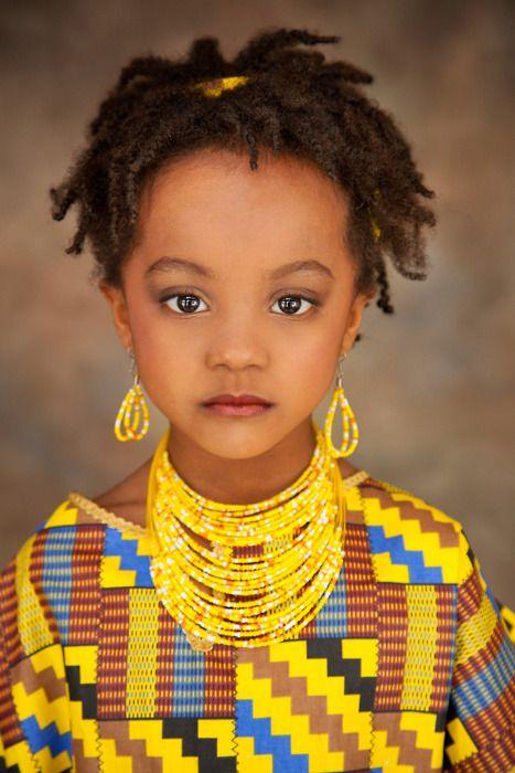 [ Pinterest: @ndeyepins ] Petite fille avec ses twists.  ❤️