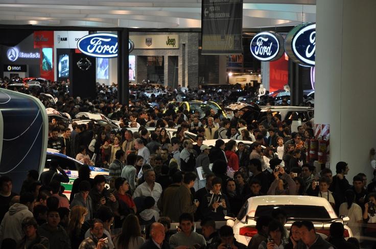 """En 2011, el Salón de Buenos Aires renovó varios logros. Recibió a 537.511 visitantes, obteniendo así un incremento de más del 20% con respecto de la edición anterior. 86.564 personas que se hicieron presentes el día 20 de junio, lo que marcó un nuevo récord para un único día de público en el predio de """"La Rural"""". Se reunieron ciento once expositores, superando los 35.720 M2 cubiertos y 6000 M2 al aire libre, donde nuevamente fue un éxito la pista 4x4, que recibió más de 16.180 personas"""