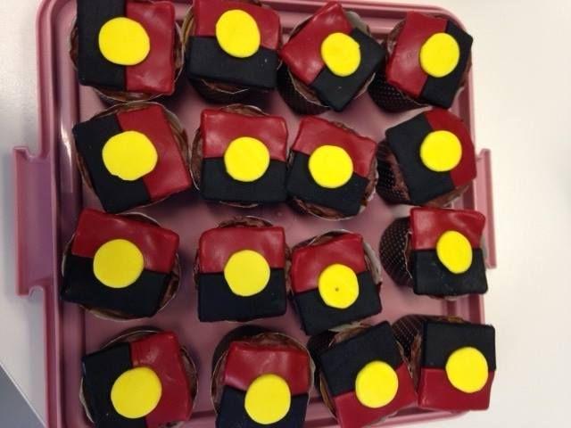 Aboriginal flag Cup Cakes