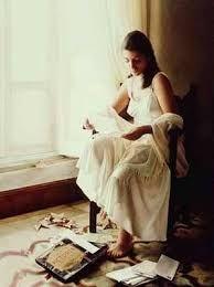 Hola, mi Alice: Cerré los ojos y dejé que las lágrimas se deslizaran por mi rostro, humedeciendo el papel que sujetaba desesperadamente entre las manos. Ella siempre utilizaba mi nombre en su acepción inglesa, una de sus tantas manías, como la de usar continuamente apelativos cariñosos para dirigirse a la gente, su vocabulario estaba lleno de cariños, cielos y tesoros. Si todo ha salido como estaba previsto, ahora estarás planeando dónde dejar a mi ahijada para asistir a mi funeral este fin…