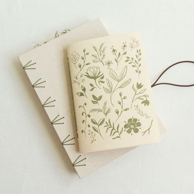 Inspiração botânica.  #bookbinding #copticstich #handbound #handmadebooks #makersmovement #mybeigelife #notebook #botanicalart #plantlove