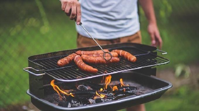 Au moment d'allumer un barbecue, la même question revient souvent : comment l'allumer efficacement ? Heureusement, il existe une astuce, facile et gratuite, pour bien allumer votre barbecue.