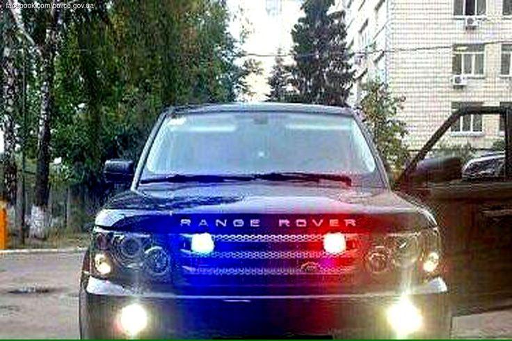 Леди подшофе на Range Rover и с включенными мигалками