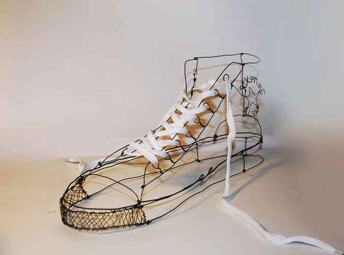 I'm Mickael Delalande - a 30-years-old graphic designer from France. I've been creating wire sculptures for about 2 years now.