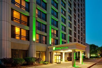 Holiday Inn and Suites, located in downtown Ottawa, Ontario, at 111 Cooper Street. For more information on Ottawa accommodation visit http://www.ottawatourism.ca/en/visitors/ottawa-hotels