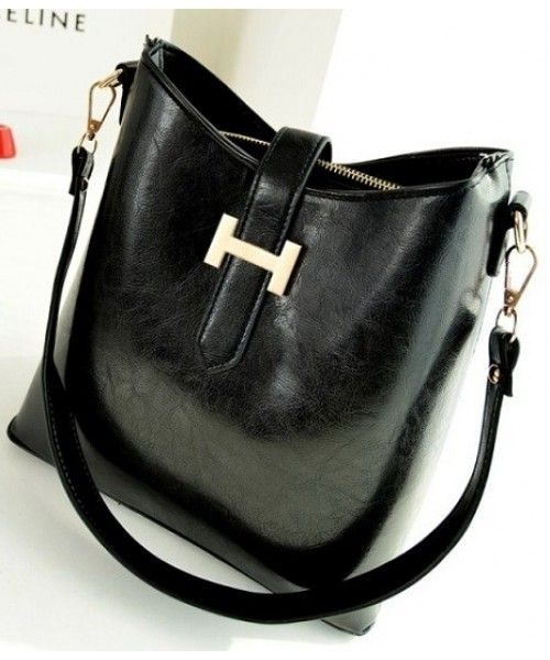 Tas Import P101-BLACK Tas Korea Harga Murah  Merek Berkualitas IMPORT 100% DI JAMIN ! Material : PU leather Height:    26 cm Length:    32 cm Depth:     12 cm Bag Mouth:  Magnet + zipper Long Strap:   yes 0.7  kg   ..