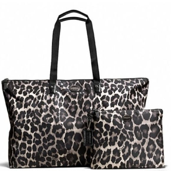 Reduced!Authentic coach travel bag&kit (2) pieces Authentic coach travel bag. See pic for measurements. Trade value $199 Coach Bags