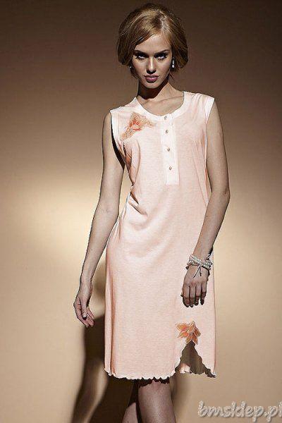 Elegancka koszula nocna z gustownym kwiatowym haftem. Z przodu wygodne zapięcie na guziki. Dół z niewielką falbanką z lewej strony delikatnie wycięty. Wygodna, komfortowa, doskonała na letnie noce. Skład: 97% wiskoza, 3% elastan.... #BieliznaNocna - http://bmsklep.pl/miran-133