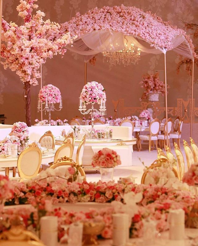Up next on the list is this uber chic decoration by @tibruwedding and @inspiration_qatar! Sweet and romantic, we adore how the luscious floral arrangement can sets such a feminine and elegant feel to the whole place. On top of that, the magical candles and chandelier surely adds that sophisticated and dreamy factor as well. Who's inspired? Hands up!  Event Design @tibruwedding @inspiration_qatar