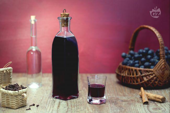 Il liquore (o ratafià) di uva fragola  è un dolce nettare per gli amanti dell'uva americana. Presenta un profumo speziato e un sapore dolce-aspro.