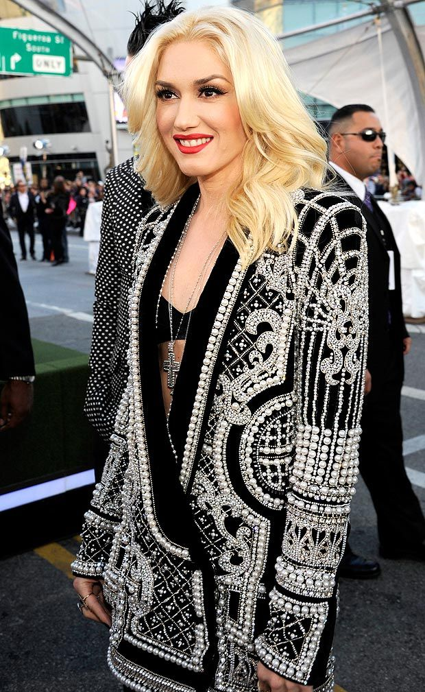 Gwen Stefani in pearly queen jacket #redcarpet #style #fashion