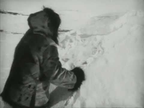 Nanook of the North (1922) - How to build an igloo - YouTube