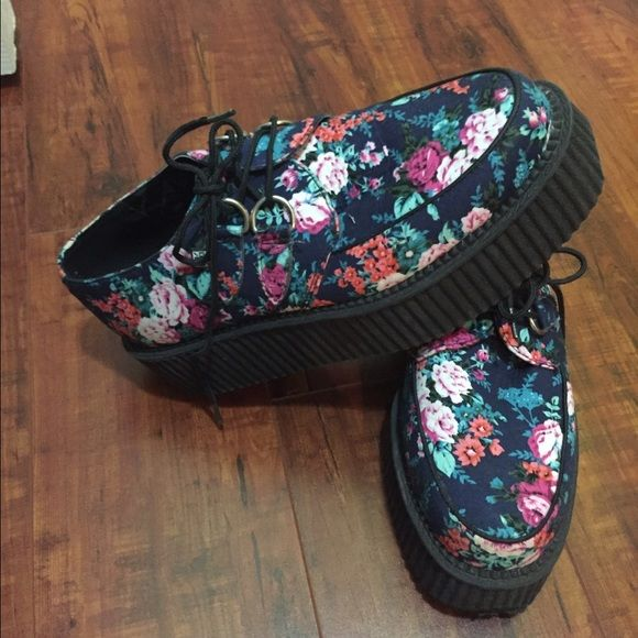 TUK Creepers. Floral pattern TUK Creepers. Floral pattern. Some wear on toe rubber as shown. TUK Shoes Platforms
