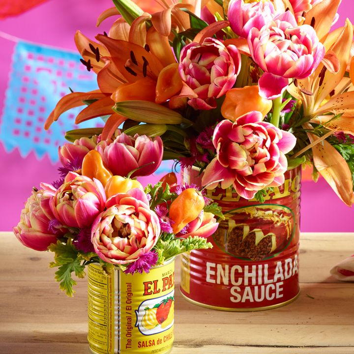 Authéntico Mexico! When setting up your taco bar, clean out tins and add in flowers for a versatile vase.