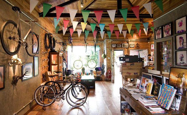 Ciclismo urbano abre novos caminhos de negócios  Empresários faturam com a revenda de bicicletas, acessórios e diversos tipos de produto e serviço voltados para os amantes das bikes