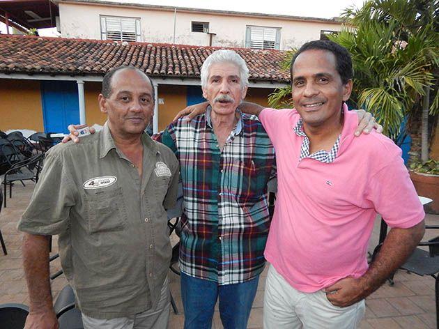 Junto al gran Linares y Nelsón nuestro corresponsal de Juventud Rebelde en Villa Clara.