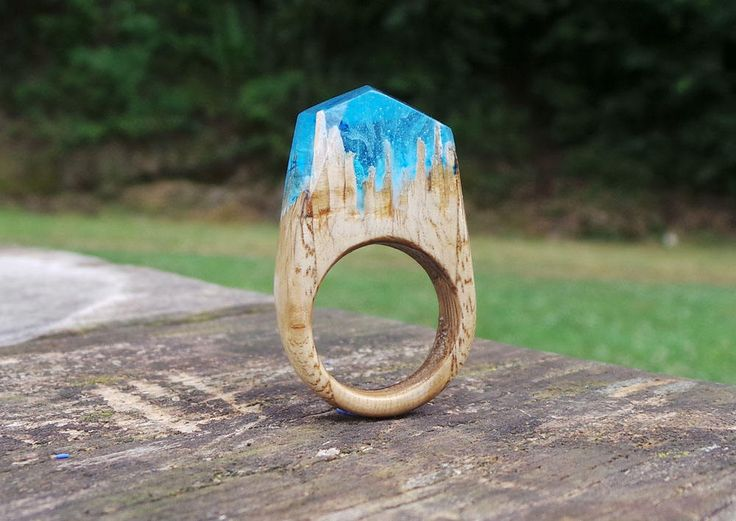 Anello Tifone vero legno castagno con resina azzurro venatura tempesta -  Typhoon Real chestnut tree wood ring and resin light blue storm di EddyAllHandMade su Etsy