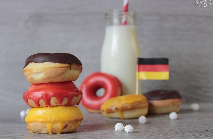 Heiße Phase! Heute Abend spielt die deutsche Mannschaft gegen Frankreich und ich werde zu den Leuten gehören, die mit Trikot vor dem Fe...