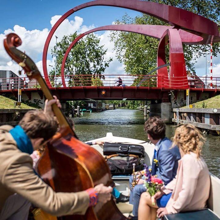 BEAUTIFUL   MOMENTS Today a lovely couple is saying YES to each other. A small ceremony in city hall and than off to the boat on the canals of Utrecht. We love it!!! . . . . . #EenvoudigTrouwen #Utrecht #utrechthotspot #utrechtweddingphotographer #canal #boat #bridge #ig_holland #ig_utrecht #bruiloft #trouwen #bruidspaar #muzikanten http://ift.tt/2ri9yvJ #fotograaf #utrecht #beloved www.heleenklop.nl