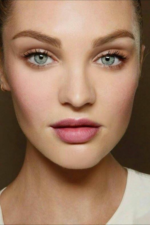 Natural makeup look for blue eyes and light hair.