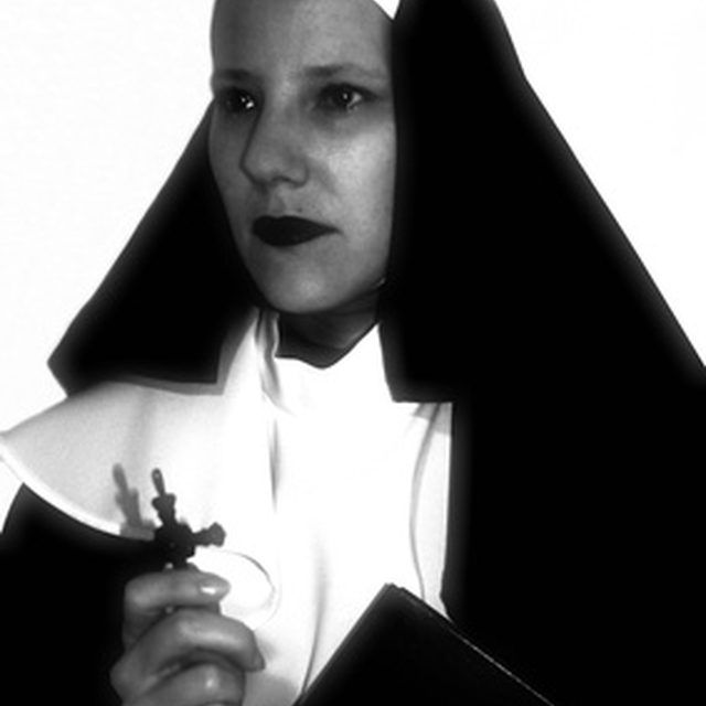 how to create a nun costume