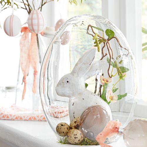 Kreiere Dir deine eigene Oster-Glasglocke. Die Anleitung zum Dekotipp und alle Artikel die Du benötigst, findest Du im DEPOT Onlineshop - Frohe Ostern!