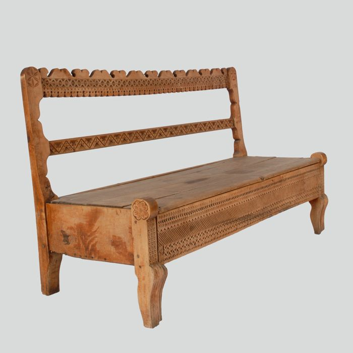 Wood bench-chest, the so-called szlabanek, with a pull-out chest to sleep on.  Podhalanian Highlanders, Nowe Bystre, P. Nowy Targ, 1924
