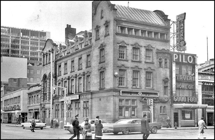 Bloor-Yonge, N/W corner, 1971 This building created in 1899