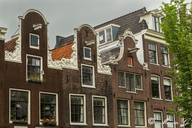 Laundry at the attic  #jordaan #amsterdam #canal #architecture #housefront #laundry #photography