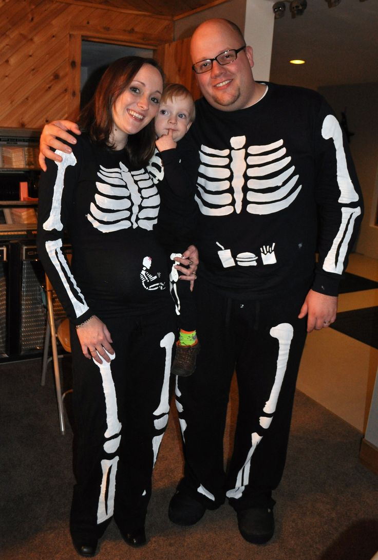 a step by step guide for creating your own pregnant skeleton costume includes baby in the belly for pregnant moms and a fun matching idea for the dads - Pregnancy Halloween Costume Ideas For Couples