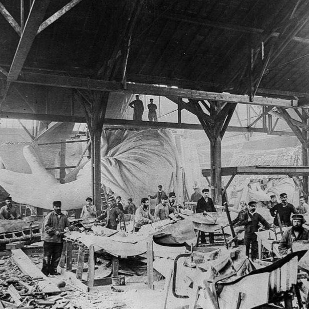 Obrovsky atelier pre navrh a modelovanie sochy slobody od Frederic Auguste Bartholdiho Paris 1882. . . . #historyphotographed #socha #sochaslobody #statueofliberty #ateliery #bartholdi