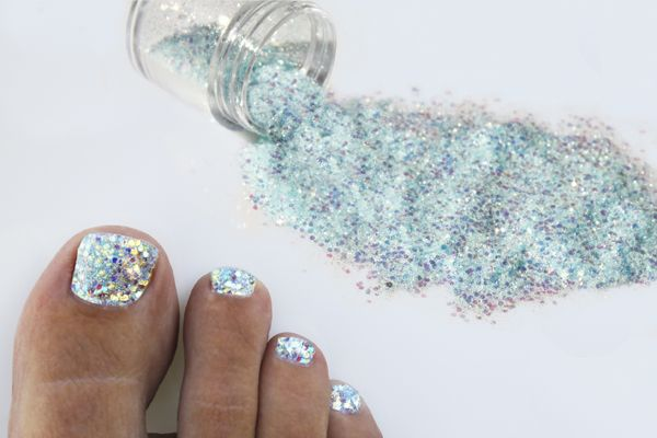 FL Mom's blog!: Glitter Toes Kit with one year supply of nail art